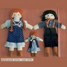Une famille de poupées en tissu
